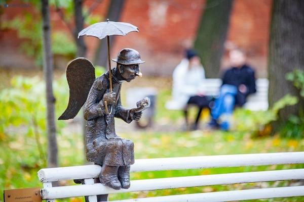 Ангел в Измайловском саду в Санкт-Петербурге