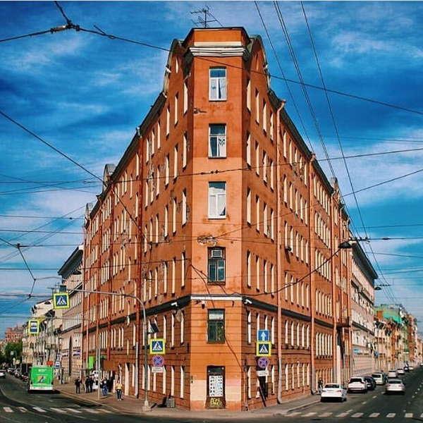 Двор Дома-утюга на Садовой улице