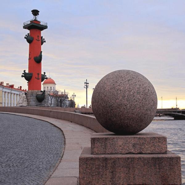 Стрелка Васильевского острова шары