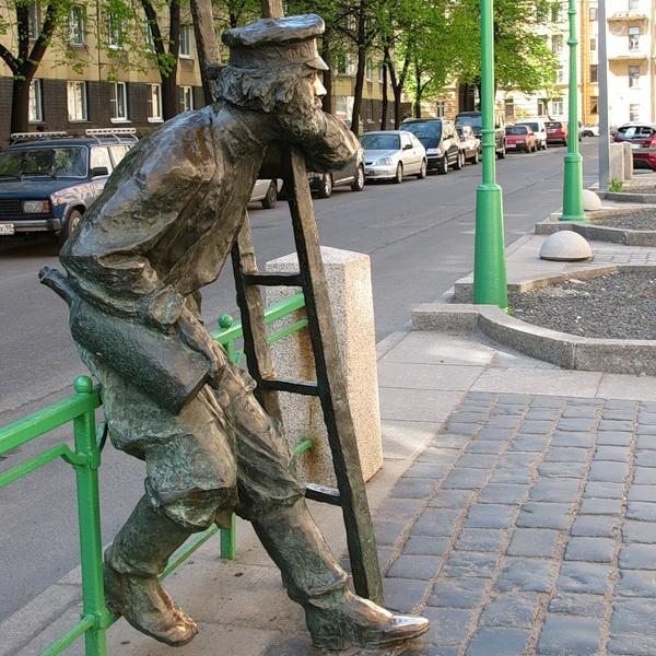 Памятник первому фонарщику