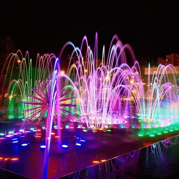 Комплекс танцующих фонтанов расположен на Московской площади