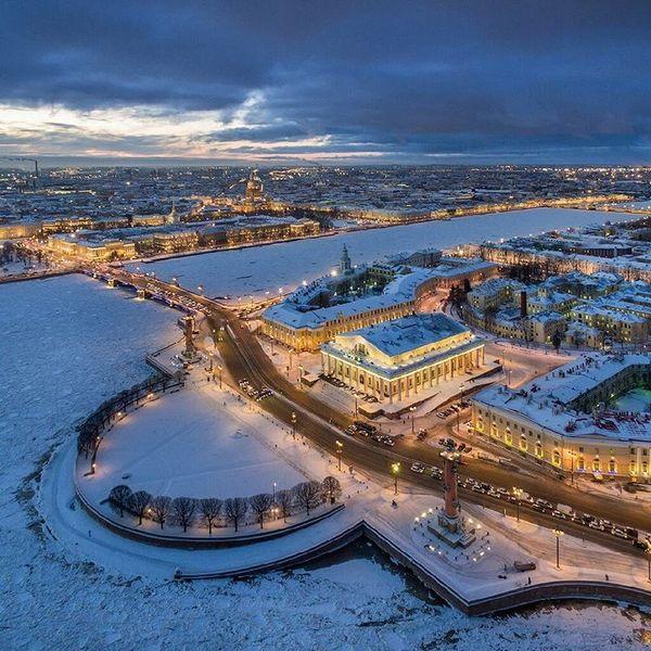 стрелка васильевского острова зимой