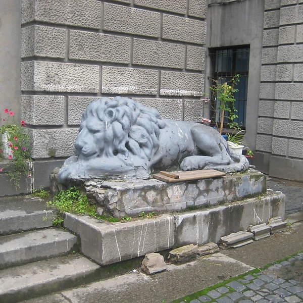 Спящие львы - еще один необычный двор