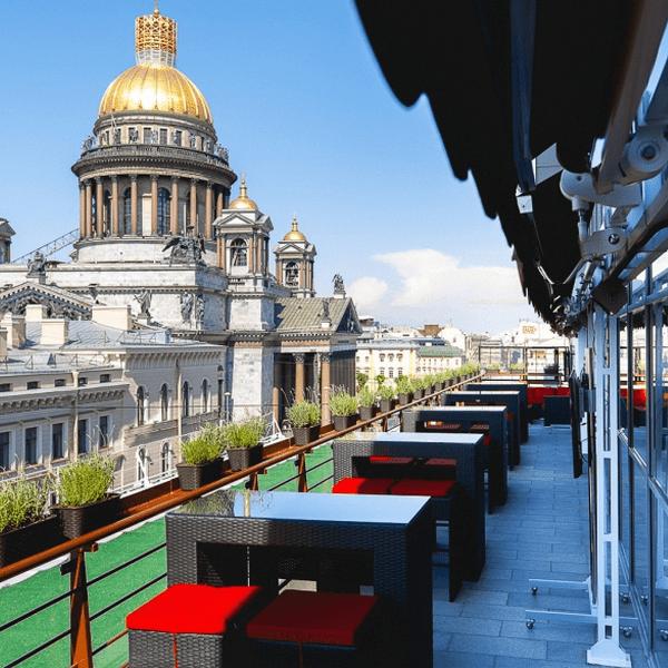 Открытая терраса отеля «Ренессанс»