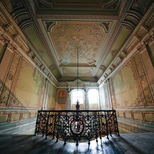 новомихайловский дворец на дворцовой набережной