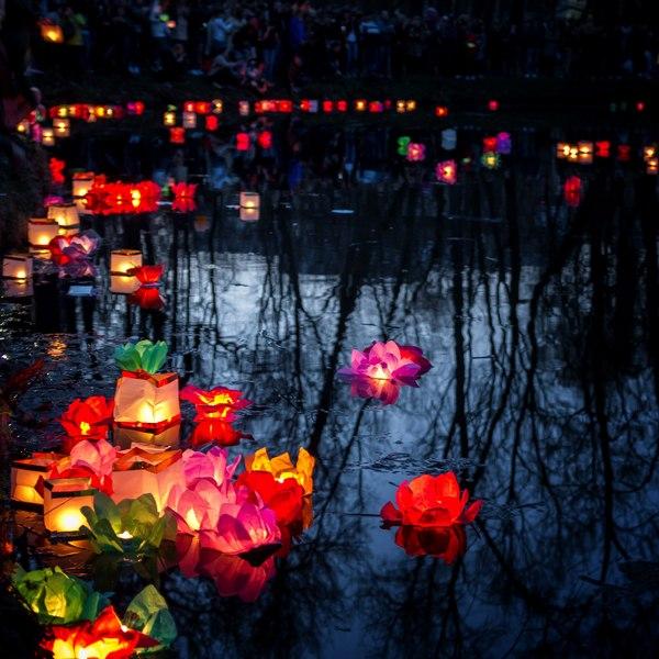 Фестиваль водных фонариков в парке им. Бабушкина