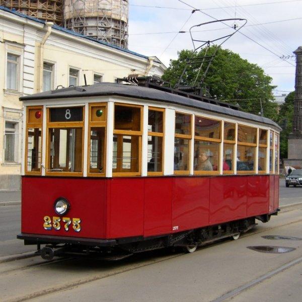 Поездка по городу на ретро-трамвае спб