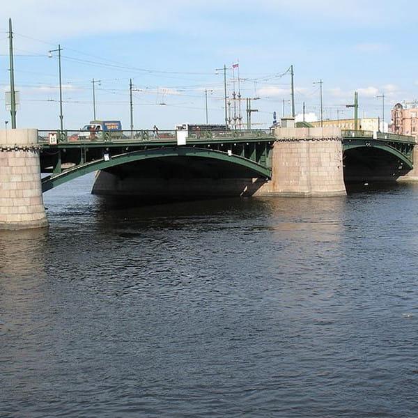 мост биржевой в санкт петербурге фото