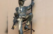 Памятник трубочисту в Петербурге