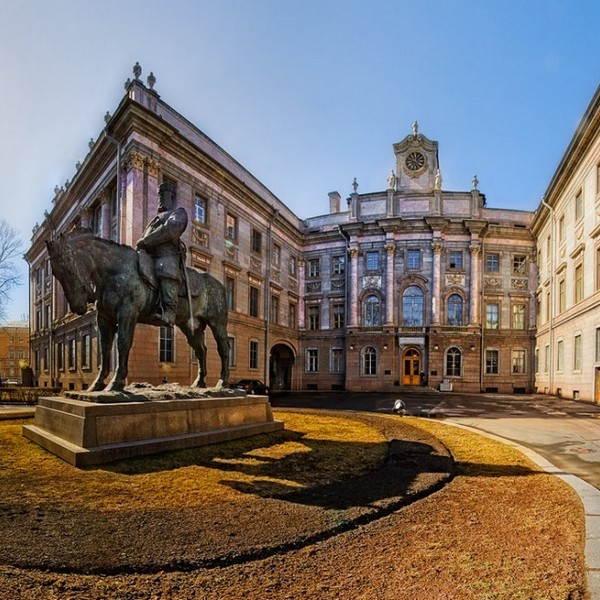 Здания классицизма в Санкт-Петербурге