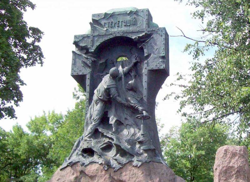 Памятник «Стерегущему»