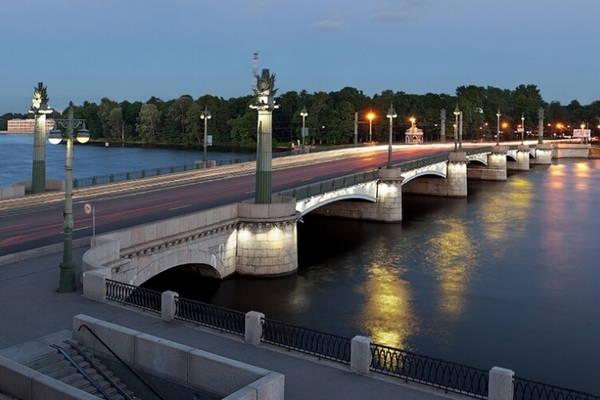 Ушаковский мост в Петербурге - описание, фото