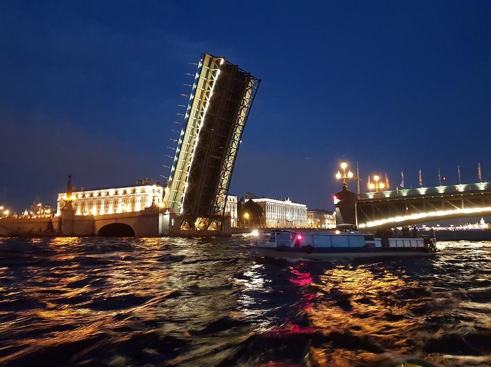 фото разведенного моста александра невского перца нельзя, поскольку