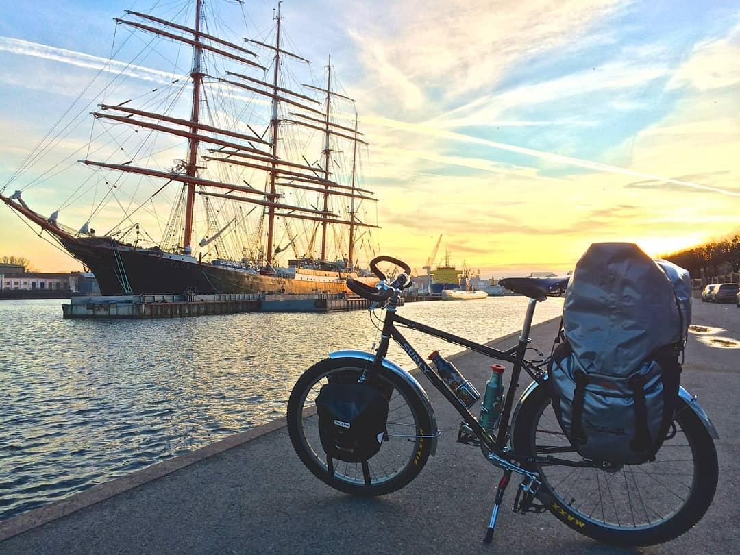 Велосипед у реки