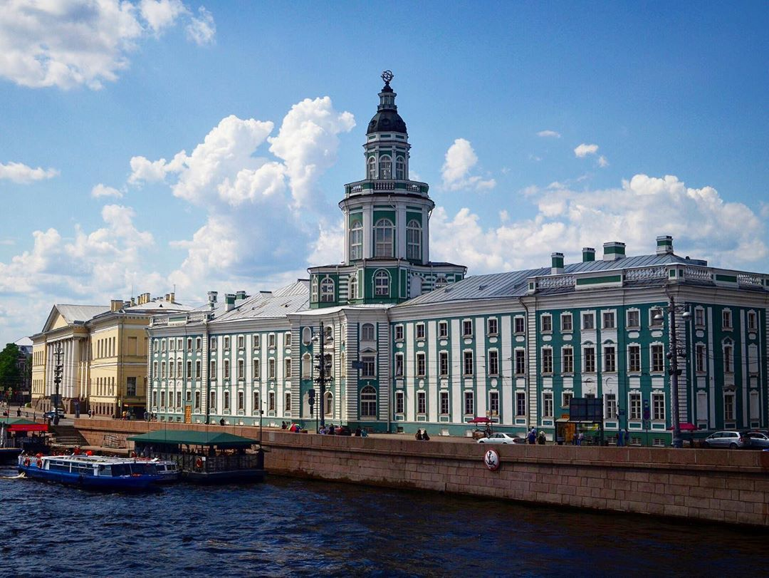 Красивое здание СПб
