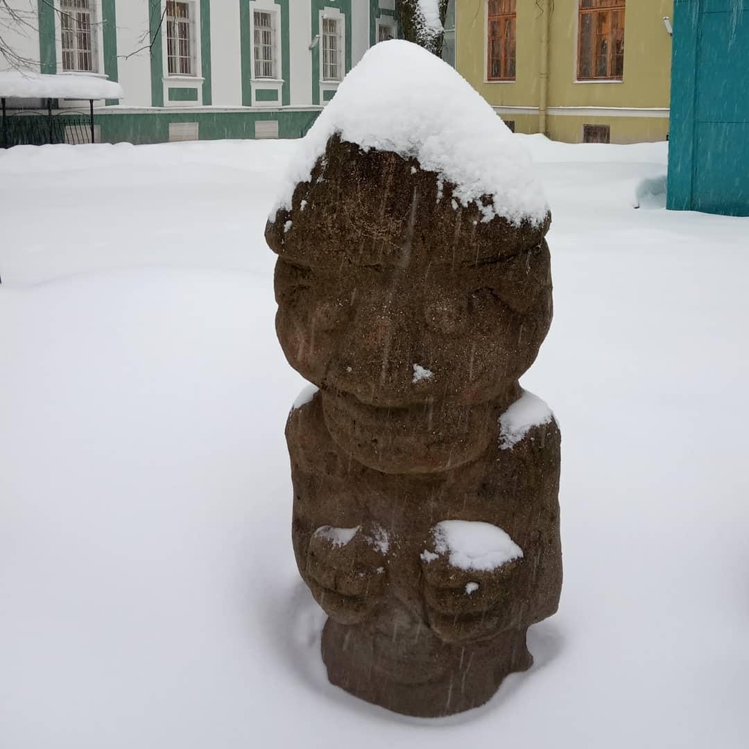Статуя на улице