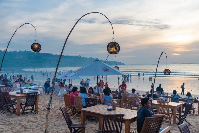 Ресторан у моря на Бали
