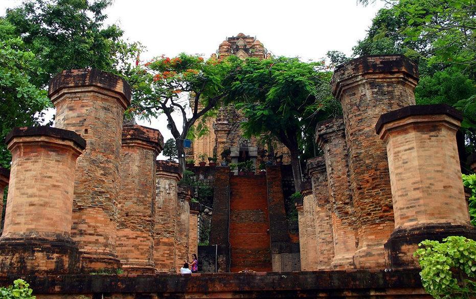 Вход в башни По Нагар