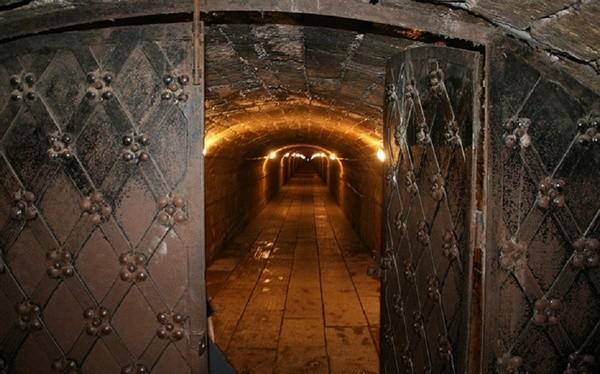 Тайные подземелья Петербурга и окрестностей