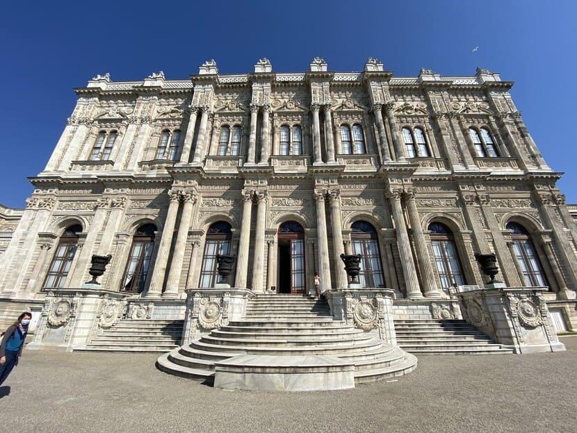 Дворец Долмабахчев Стамбуле - фото, стоимость входа, история