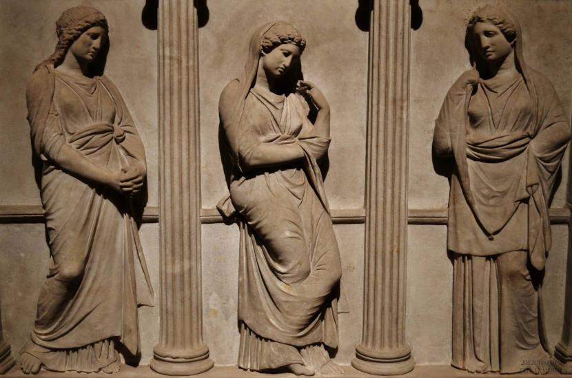Саркофаг плачущих женщин