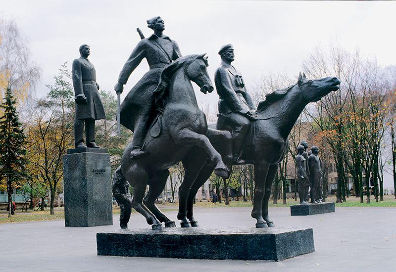 Памятник Александру Фадееву