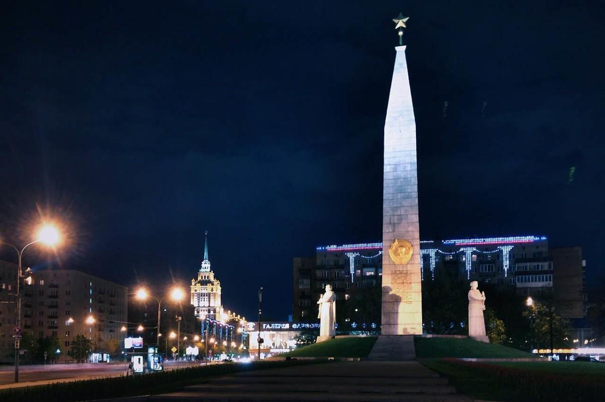 Памятник Городу-Герою Москве