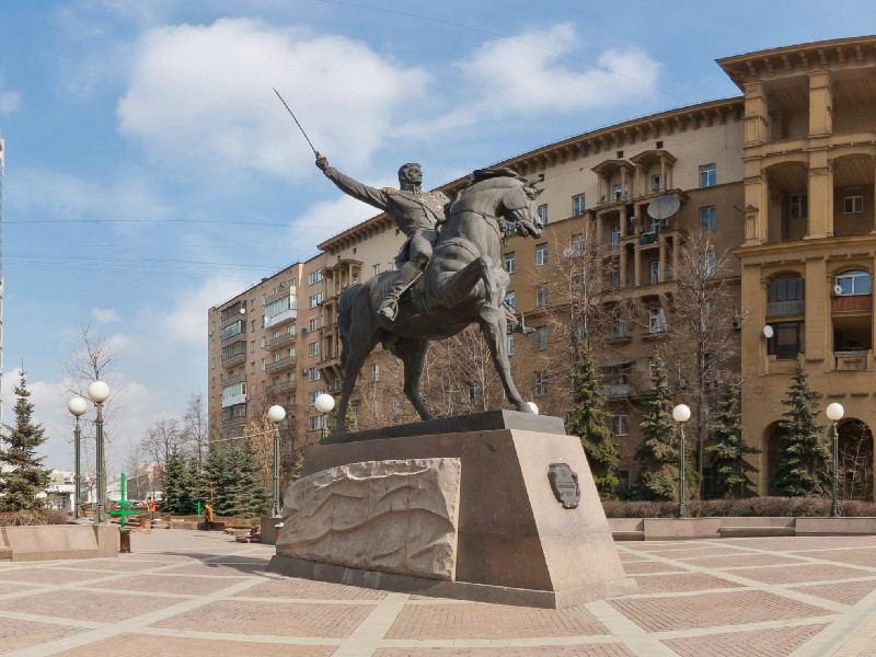 Памятник Петру Багратиону