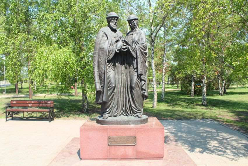 Памятник святым Петру и Февронии Муромским