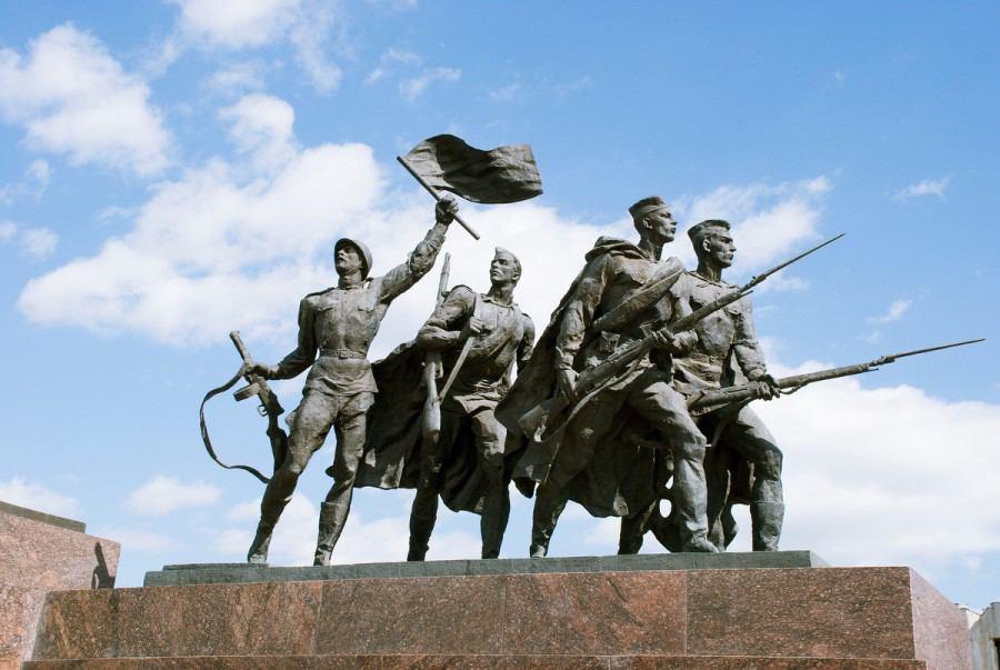 Памятник защитникам-героям Ленинграда