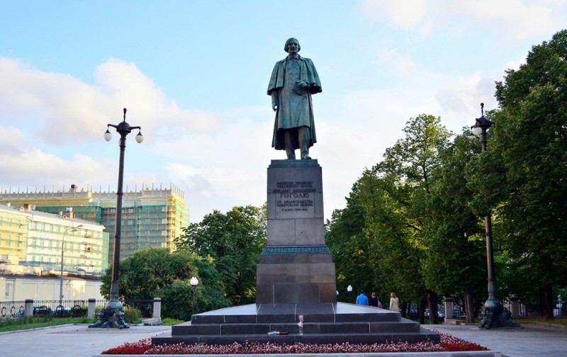 Памятник Николаю Гоголю (Счастливый Гоголь)