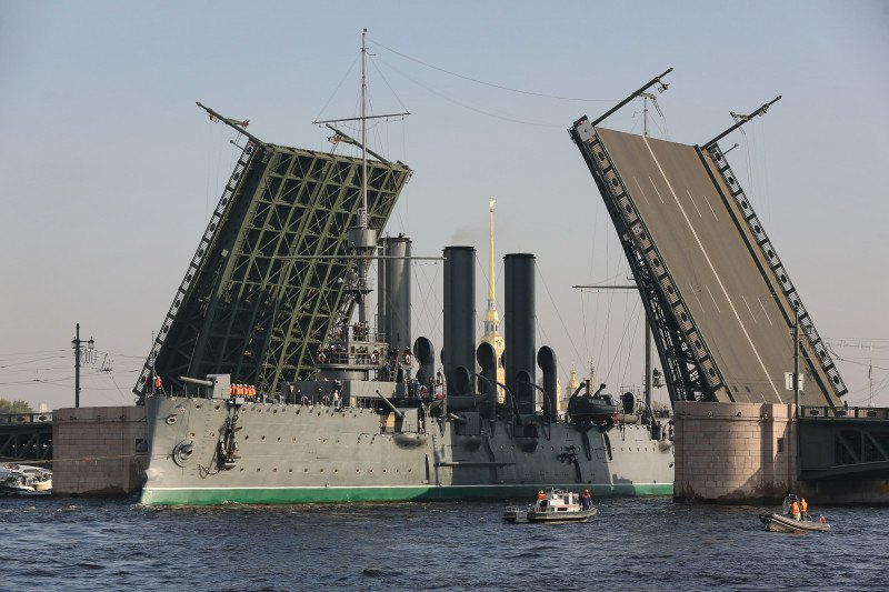 Корабль под мостом