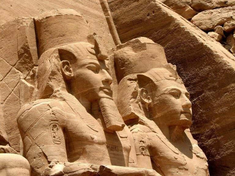 Абу-Симбел статуи