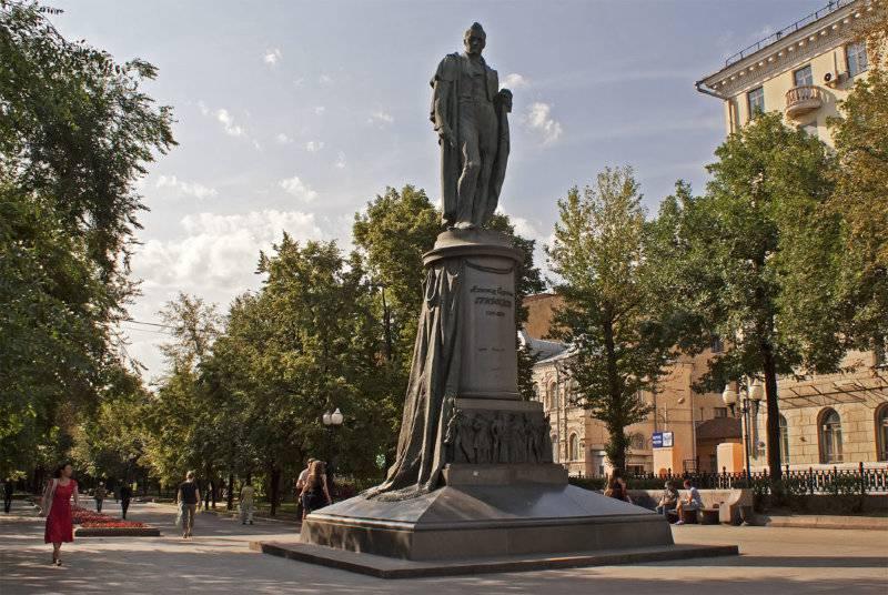 Памятник Александру Грибоедову