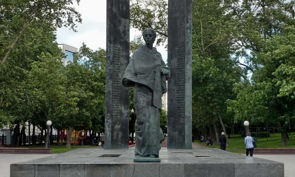 Памятник Надежде Крупской