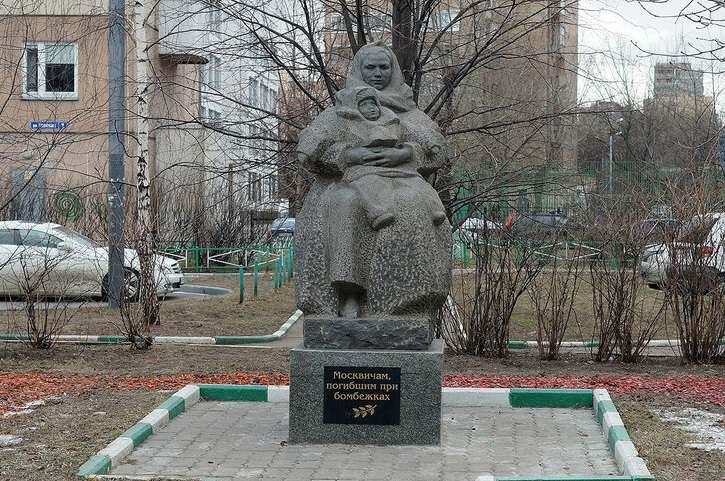 Памятник москвичам погибшим при бомбежках