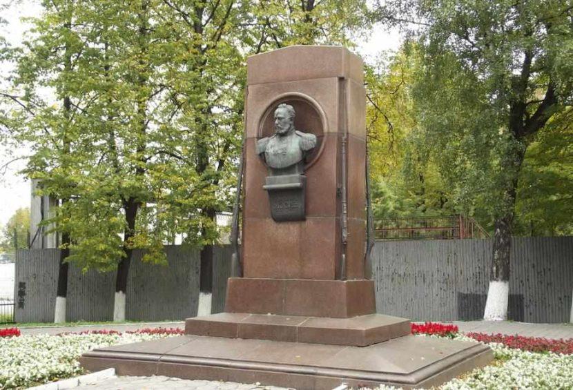 Памятник Сергею Мосину