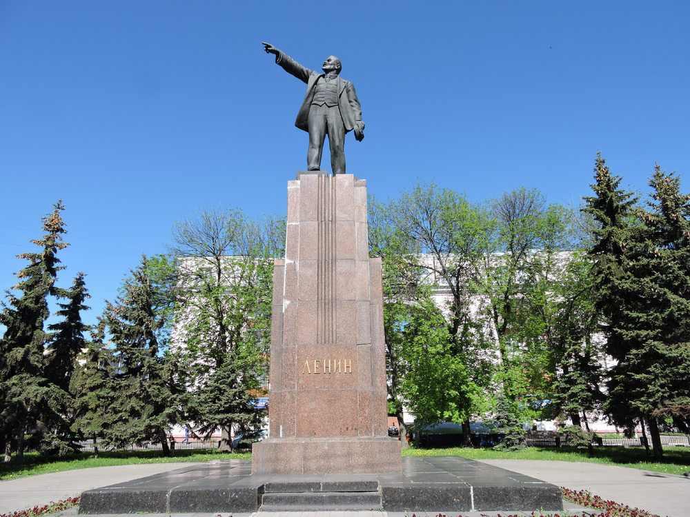 Памятник Владимиру Ленину и Сторожевая башня