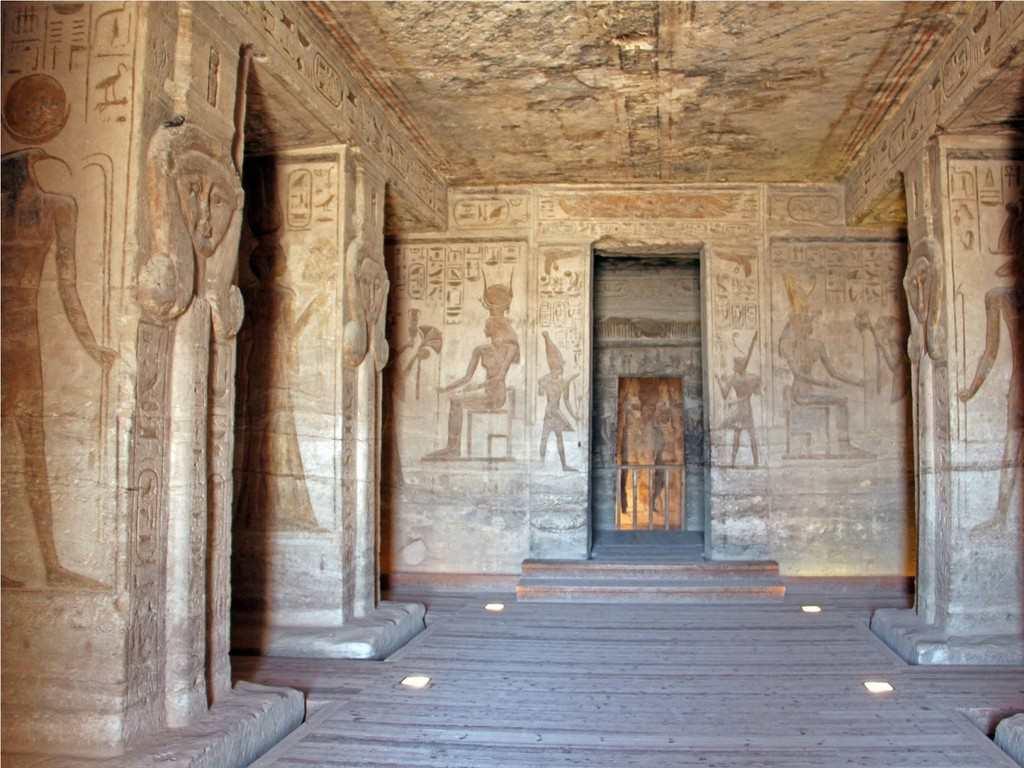 Малый храм внутри