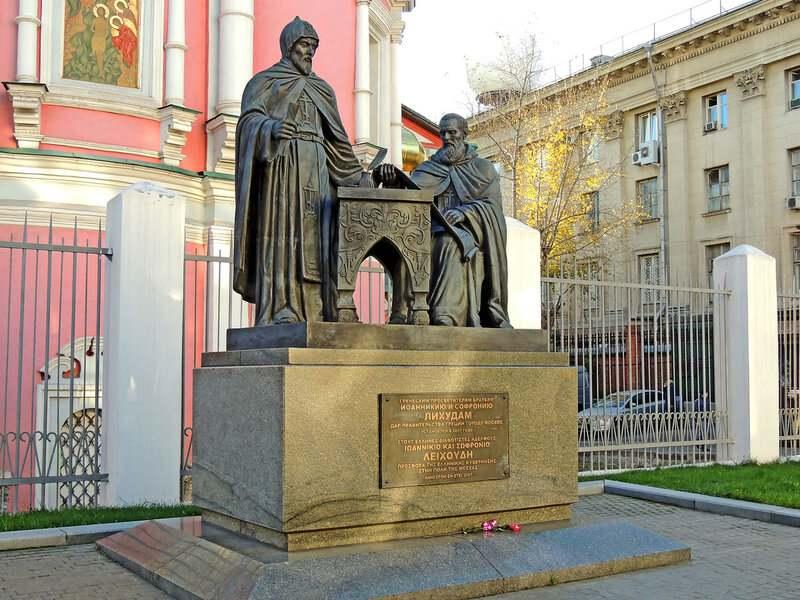Богоявленский собор и памятник братьям Лихудам