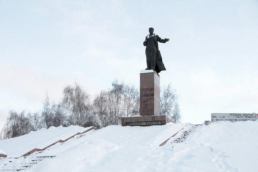 Памятник Муллануру Вахитову