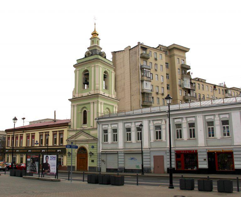 Колокольня церкви Святого Иоанна Предтечи в казенной Слободе