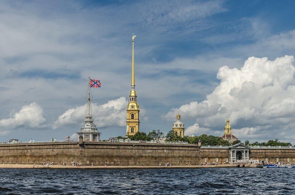 Петропавловская крепость с Невы