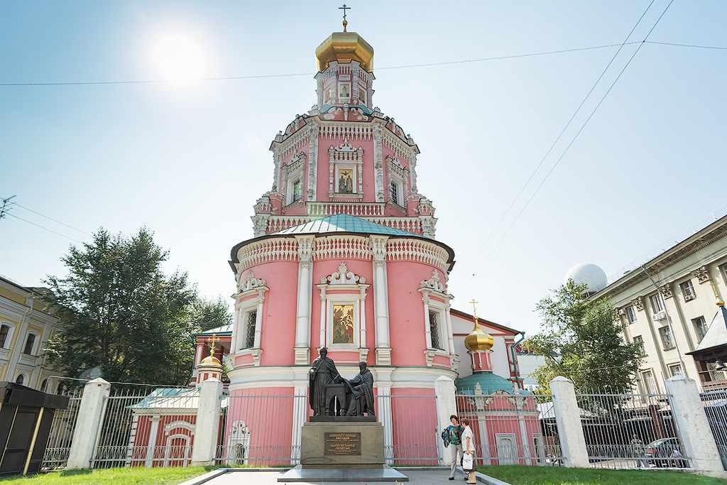 Богоявленский собор и памятник братьям Личудам