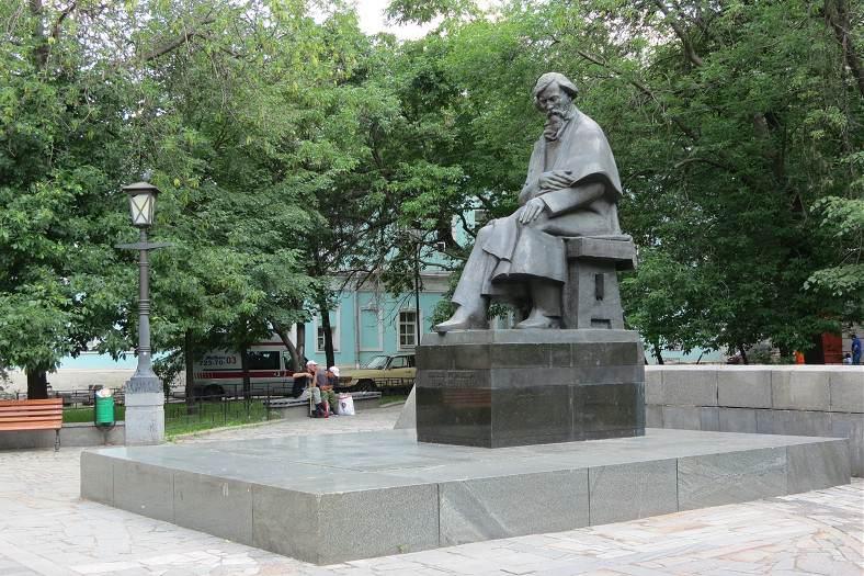 Памятник Николаю Чернышевскому