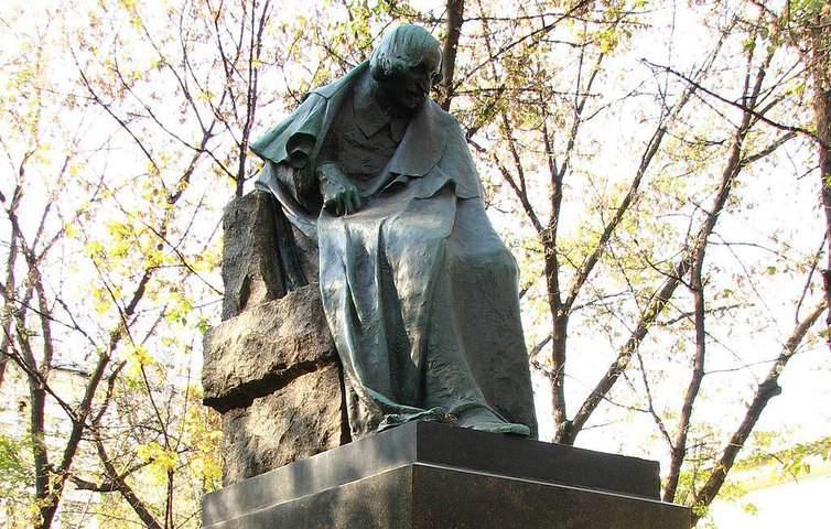 Памятник Николаю Гоголю (Грустный Гоголь)