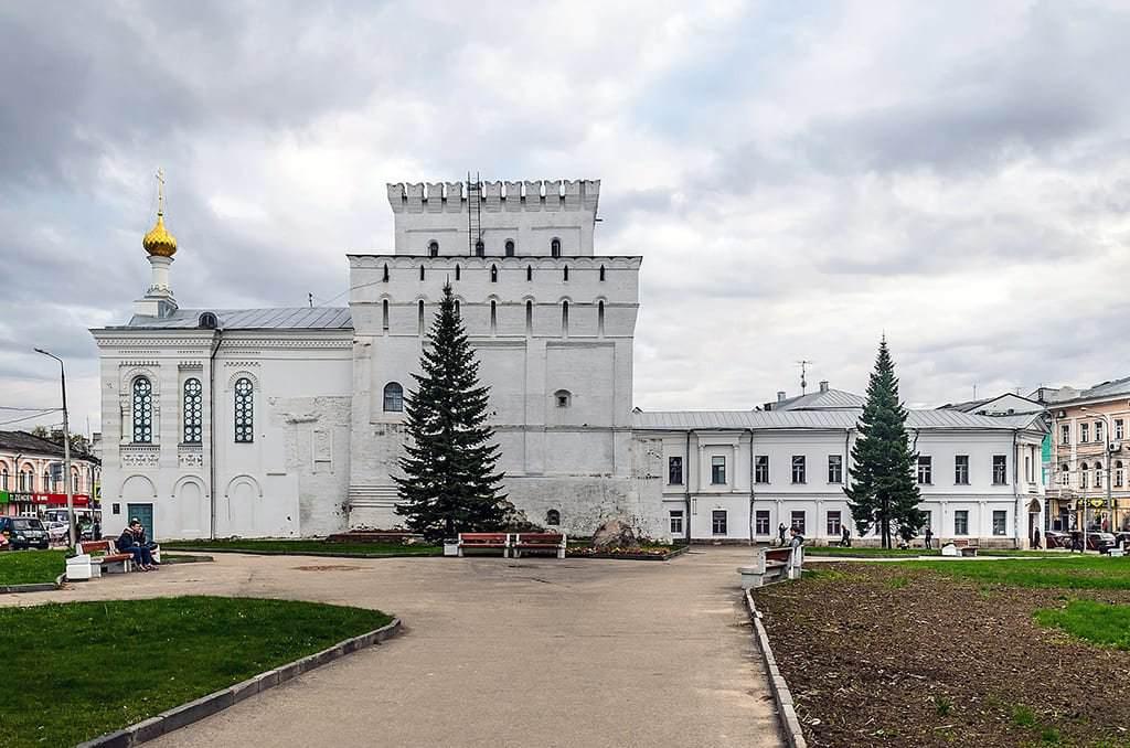 Власьевская башня и часовня Знамения Пресвятой Богородицы