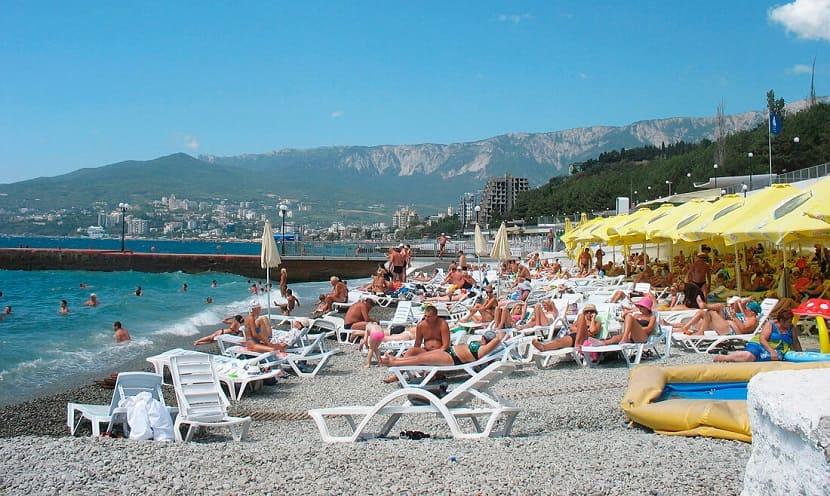"""Пляж отеля """"Ялта-Интурист"""""""