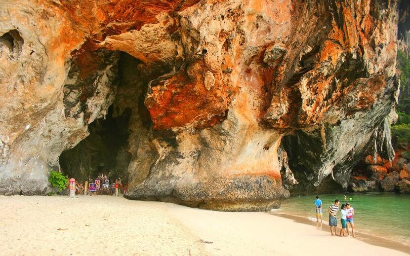 Пляжи И Пещеры Рейли