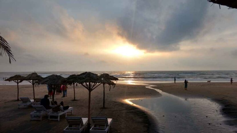 Ночная жизнь на пляже Арамбол